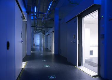 Экранированные камеры испытательного центра по ЭМС (откатные двери, отделка 'под офис')