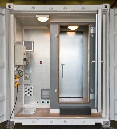 Мобильная экранированная камера (входная дверь открыта)
