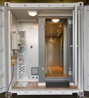 Мобильная экранированная камера (дверь тамбура и камеры открыты)